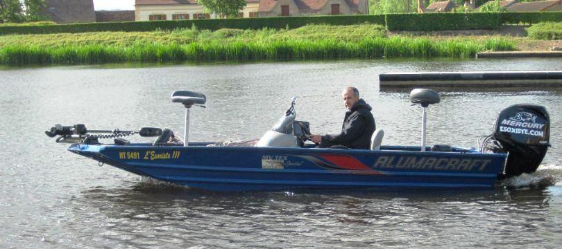 barque-peche-en-riviere