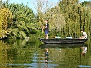 modele-barque-peche-en-riviere